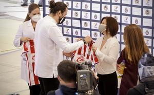 Vergara y Azcárraga pagan apuestas; entregan tratamientos pulmonares