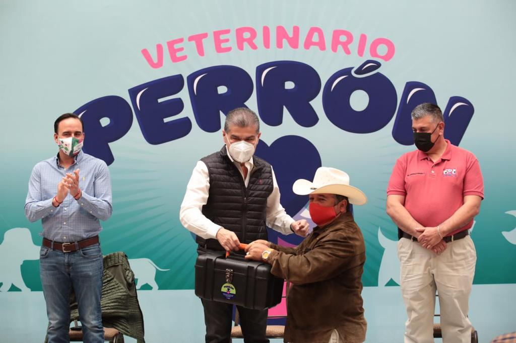 Recibe 'VeterinarioPerrón' equipos ymedicamento: MARS