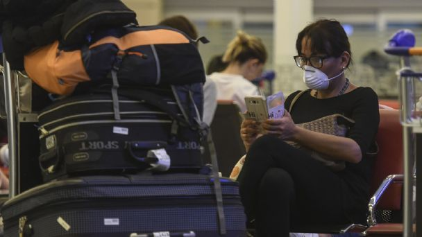 Argentina suspende todos los vuelos regulares con Brasil, Chile y México