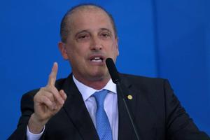 Un ministro brasileño critica confinamientos porque no encierran a insectos
