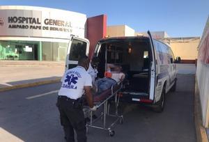 Tarimas caen encima de albañil en Monclova y le fracturan el brazo