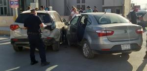 Carambola de tres vehículos en Monclova deja una mujer lesionada
