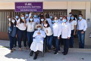 Va Rocío por alcaldía, se registra ante el IEC