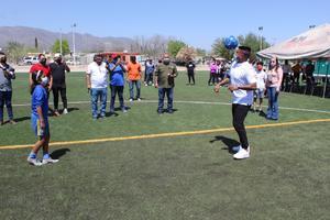 Inaugura canchasintética de futbol'Hachita' Ludueña