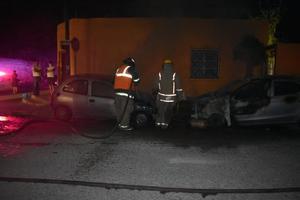 Incendian vehículos en colonia El Pueblo de Monclova
