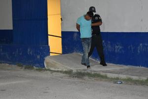 Encargado de tienda frustra robo en Monclova