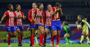 Chivas humilla al América en el Clásico de la Liga MX Femenil