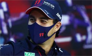 'Checo' Pérez debuta con inconvenientes en el monoplaza de Red Bull