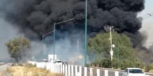 Se incendia recicladora de llantas en Tultitlán