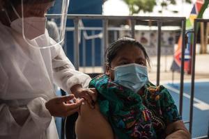 Guatemala supera las 6,800 muertes por la covid-19
