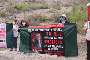 Exigen a Obrador recuperar pensión