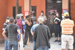 Con semáforo verde obreros en resguardo de AHMSA exigen su reingreso