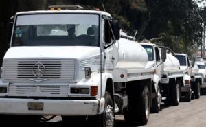 Denuncian redes clandestinas que lucran con la venta de pipas de agua