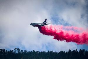 VIDEO: DC 10, así es el avión de EU que combate el incendio en Arteaga