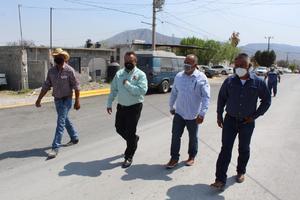 Supervisa 'Kike' Soto obras de pavimento en Castaños