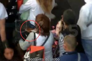Captan a mujeres 'carteristas' durante robo en el Centro de la CDMX