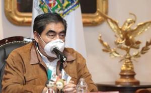 Ningún adulto mayor se quedará sin vacuna en Puebla: Barbosa