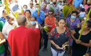 Sacerdote arranca cubrebocas a fieles en Honduras; es una 'Babosada', les dijo