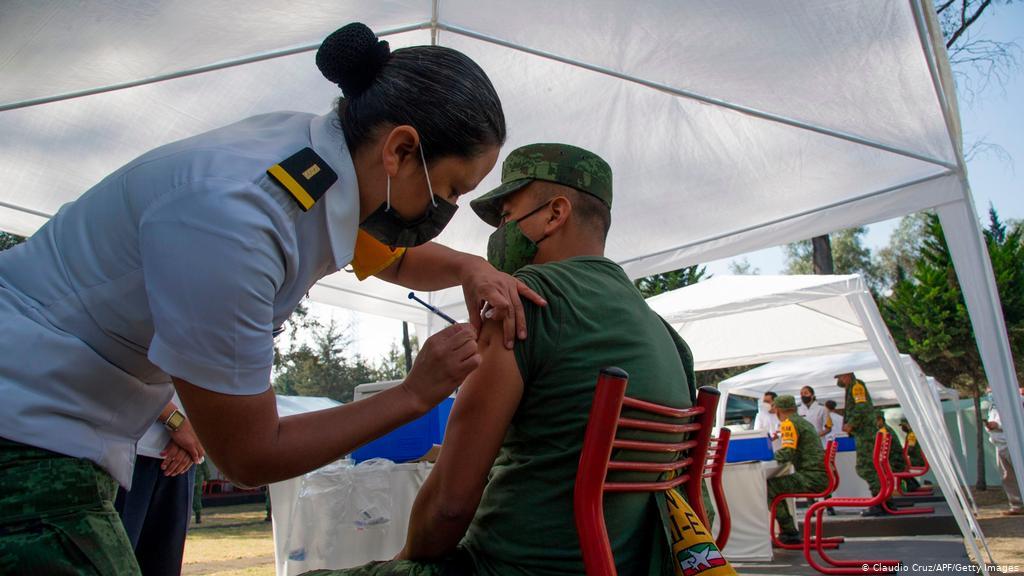 Guatemala registra aglomeraciones de adultos mayores por vacunas anticipadas