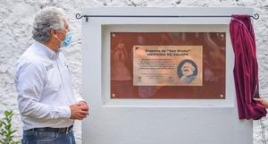 Develan en Xalapa placa dedicada a Karl Marx