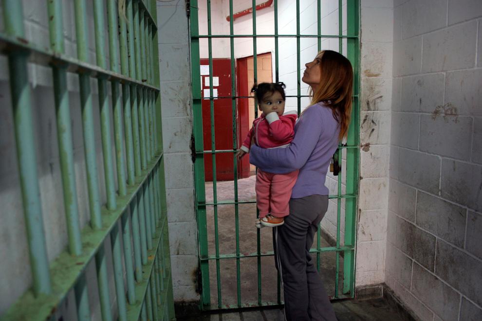 SLP busca proteger a menores que viven con sus padres en prisión