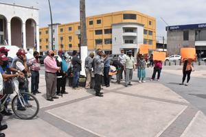 Protestan 'Morenos' en la plaza principal de Monclova