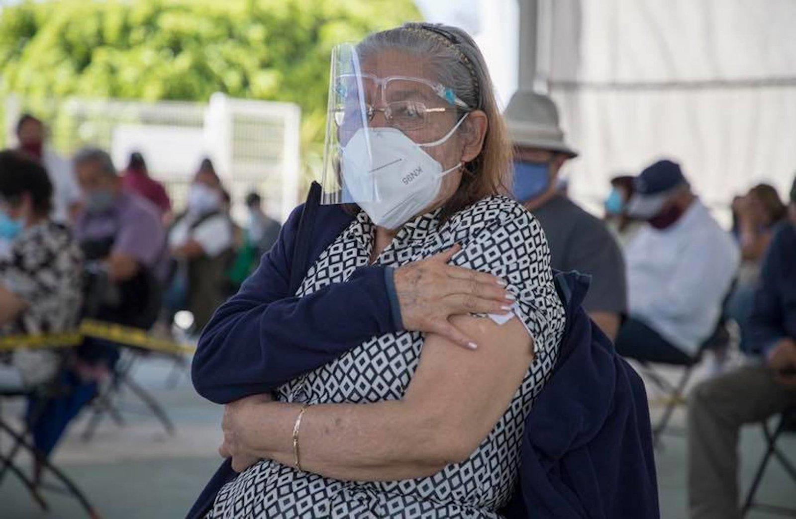 Vacunarán a adultos mayores en Facultad de Contaduría de UAQ