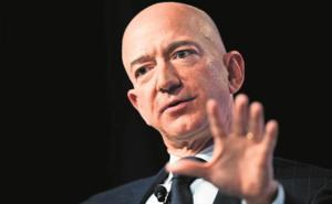 Bezos y Musk encabezan extensa lista de millonarios de 'Forbes'