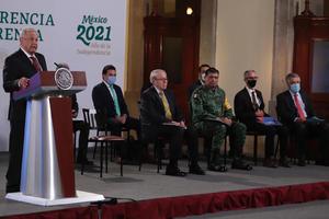 AMLO: 'Los Medios realizan montajes para manipular opinión pública'