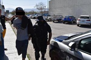 Andaba de malas y arremete con su familia en Monclova