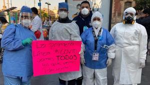 Médicos del sector privado protestan frente a Palacio Nacional