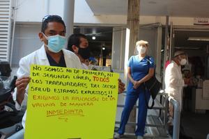 Exigen vacunar contra Covid a médicos públicos y privados