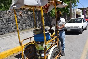 ESPECIAL: Fidencio encuentra en la venta de helados en Monclova su sustento diario