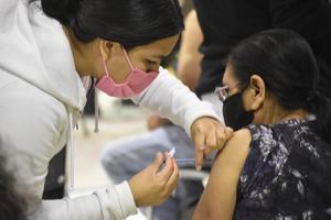 Pandemia se controlaría con el 75% de la población vacunada contra el COVID-19 en Monclova