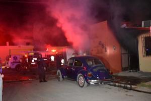 Se incendia casa en Praderas de Monclova