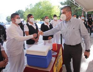 Reconoce MARS al ejército blanco en vacunas Covid-19