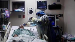 Nueva York reduce los hospitalizados por COVID-19 mientras avanza la vacunación