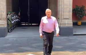 Regresa AMLO a Palacio Nacional tras gira de trabajo privada