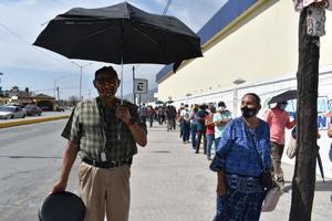 Larga fila el primer día de registro para vacuna contra el COVID-19 en Monclova