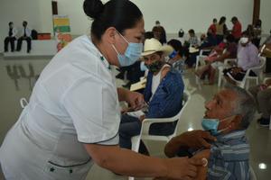 Calman el desorden  en las vacunas Covid en San Buena