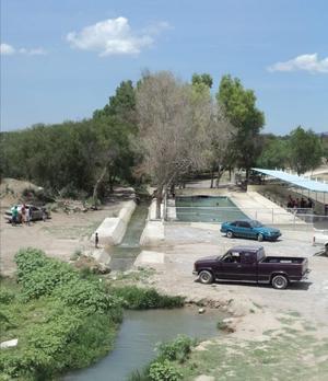 Vigilan Protección Civil quintas y albercas en Castaños