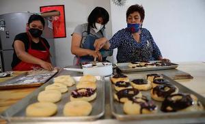 Amasar pan y conversar para combatir la violencia contra la mujer-