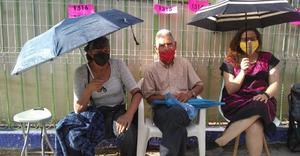Muere abuelo mientras esperaba aplicación de vacuna contra Covid