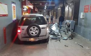 Mujer pierde control de camioneta y destroza torniquetes de Mexibús