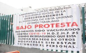 Trabajadores del IMSS exigen ser vacunados contra Covid