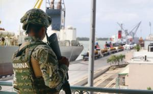 Semar entrega a la FGR a 30 marinos por desaparición forzada