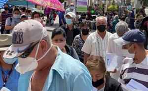 Con retraso, inicia jornada de vacunación contra Covid en Soledad