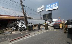 Accidente en la carretera México-Toluca deja tres muertos