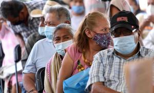 Vuelve el caos durante vacunación contra Covid en Guadalajara
