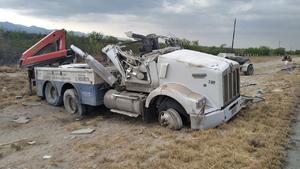 Vuelca tráiler en carretera 57; accidente ocurrió a la altura de Estación Hermanas